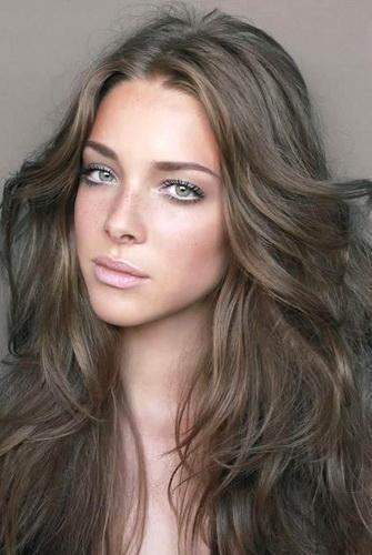 Теплые оттенки волос фото для зеленых глаз